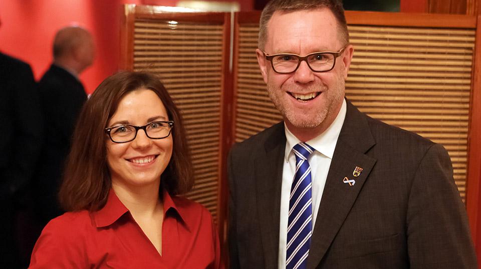 Katarzyna Tichnowetzki und Bezirksbürgermeister von Charlottenburg-Wilmersdorf Reinhard Naumann